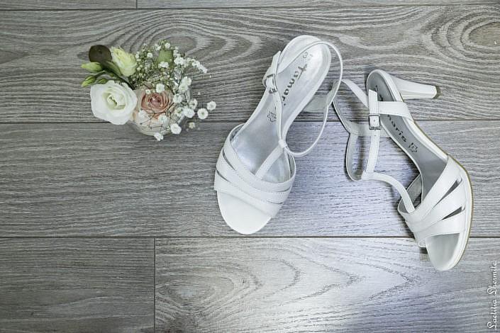Preparatifs mariage chaussures et bouquet