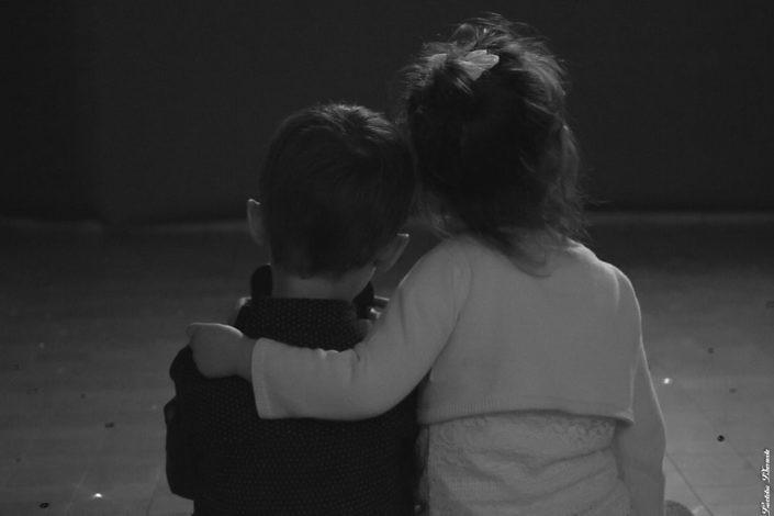 Enfants de dos Noir et Blanc