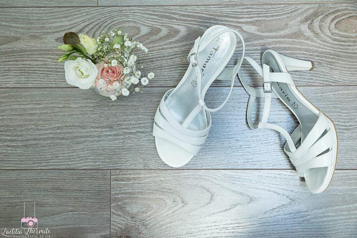 Illustration chaussures et bouquet