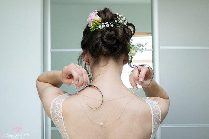 Preparatifs mariage ajustement collier